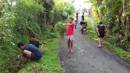 Swadaya Gotongroyong Peduli Lingkungan Pemuda Desa Nagasepaha